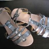 Кожанные серебристые сандали, босоножки, р-р 37 , esmara