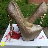 Шикарные туфли с блестками под лабутены с шипами золото
