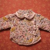 Демисезонная курточка на  6-9 месяцев, б/у. На сентипоне.