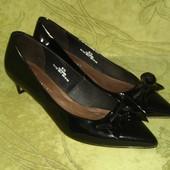 Туфли M&S 6.5 р-р (40) стелька 26 см, в идиальном состоянии, каблук - 4.5 см, очень удобные, 200 грн