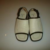 Кожаные босоножки Ecco, р 38, стелька 24,5 см. Кожа внутри, кожа снаружи. Сдеалны в Бразилии. Ремешо