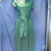 Шикарное платье макси изумрудного цвета.