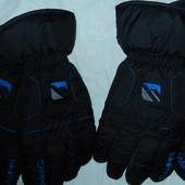 Фирменные лыжные перчатки,р-р L и XL,сток