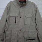 Куртка-желетка ветровка с 9 карманами.В очень хорошем состоянии