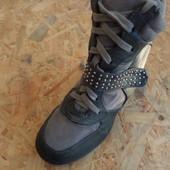 Кроссовки сникерсы Internacionale размер 39-40-длина стельки-25,5 см
