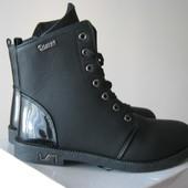 Очаровательные чёрные осенние ботинки