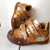 Primigi Очень красивые кожиниє  ботинки примиджи