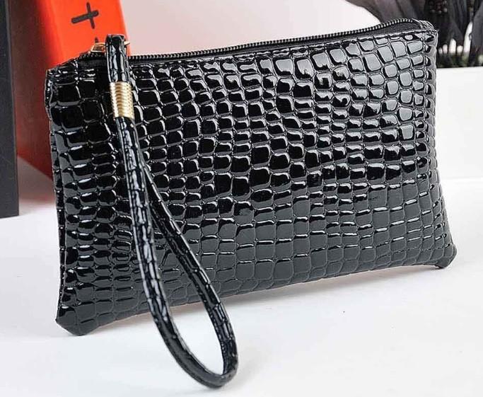 c85aa6328374 Лаковая сумочка-клатч с ремешком на руку разные, цена 80 грн ...