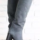 Женские сапоги-европейка на высоком устойчивом каблуке серо-дымчатого цвета из натурального нубука