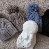 Теплая шапка с украшением
