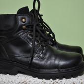 Кожаные фирменные зимние ботинки Bata, 38р