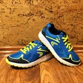 Яркие кроссовки Clarks