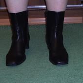 Чоботи короткі шкіряні розмір 8/42 стелька 28 см