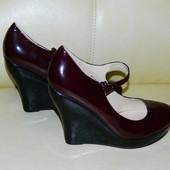 Новые бордовые женские туфли на платформе - танкетке р. 39
