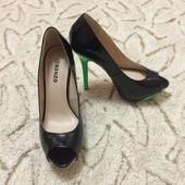 Новые в коробке туфли Ronzo р-р 37.5