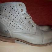 Кожаные фирменные стильные ботинки Mustang 41-41.5 р