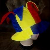 Яркая новая маскарадная шляпа
