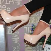 Шикарные женские туфли на каблуке лабутены