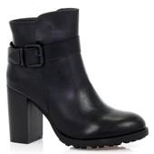 Ботинки черного цвета на каблуке