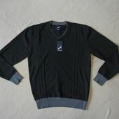 Фирменный качественный  свитер