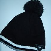 Классная фирменная шапка,р-р универсальный,на флисе,сток