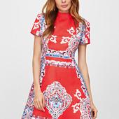 Красное жаккардовое платье с принтом ретро