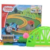 Железная дорога Паровозик Томас с вагончиком , свет , звук