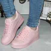 Модные розовые кроссовки