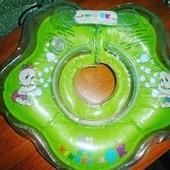 Круг для купания младенцев на липучках в отличном состоянии. Не пропускает!