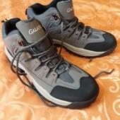 Удобные ботинки-кроссовки.