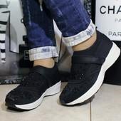 Кроссовки чёрные с паетками