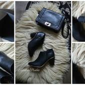 Новые шикарные ботинки с золотым ободком ,р-р 39-40