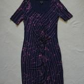 Красивое фирменное модное платье в состоянии нового!