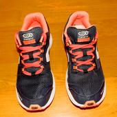 Фирменные кроссовки Kalenji для мужчины(подростка), размер 41 (26 см)