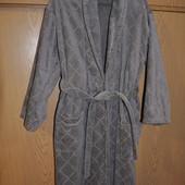 банный халат и два полотенца