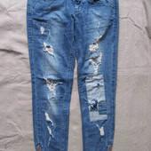 Bershka (XS) джинсы рваные с дырками скинни