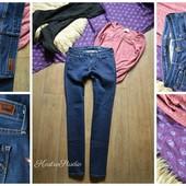 Шикарные джинсы Levis ровного кроя,р-р М