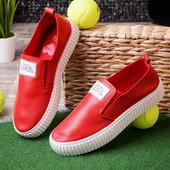 Яркие стильные красные женские слипоны