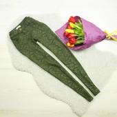 xs-s Promod стильные брюки с выбитым принтом цвета хаки!