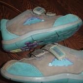 Фирменные от Clarks кожаные кроссовки на 24 размер с дельфином