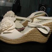 Босоножки Vee Vee 40 размер стелька 26 см одеты 1 раз Американский размер 9/10 Заказывала с Америки