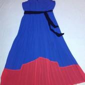 Яркое платье с юбкой плиссе Next 18  52-54 новое.