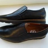 Кожаные туфли-мокасины. 42 размер.  черные