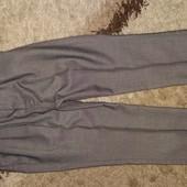 Тонкие брюки Next , на 7 лет, рост 122 см. Модель зауженная книзу, со стрелками. Состояние отличное