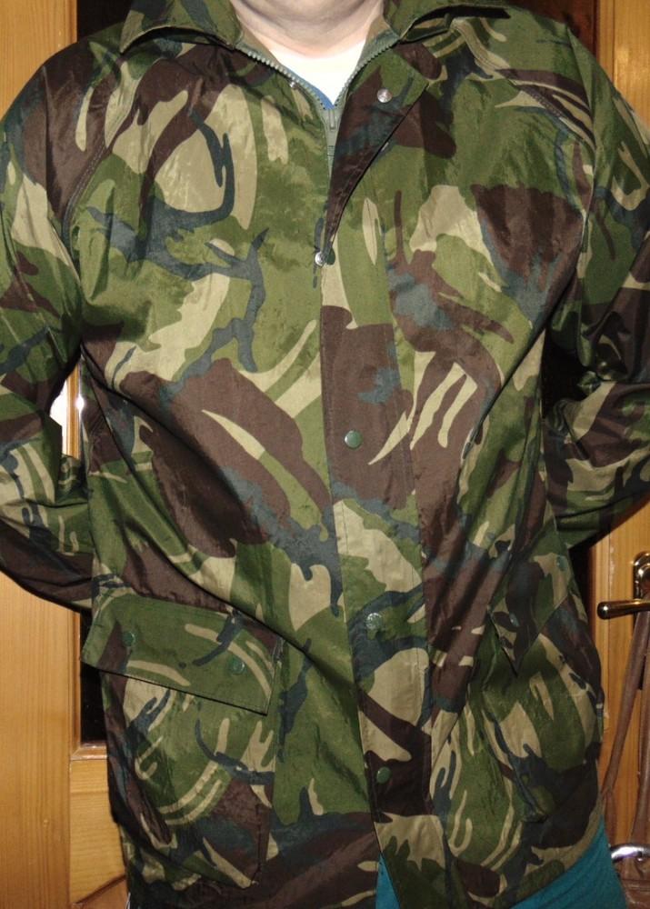 Стильная фирменная курточка плащевка ветровка  милитари бренд Walk Safari  л. фото №1