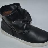 Сникерсы полусапожки ботинки хайтопы на низком ходу черные бант
