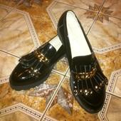 Новые классные кожаные туфли лоферы 39 размера с недостатком