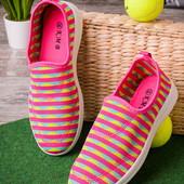 Яркие женские кроссовки без шнурков