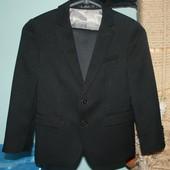 Пиджак классический мальчику на рост 110-116 см Состояние нового.