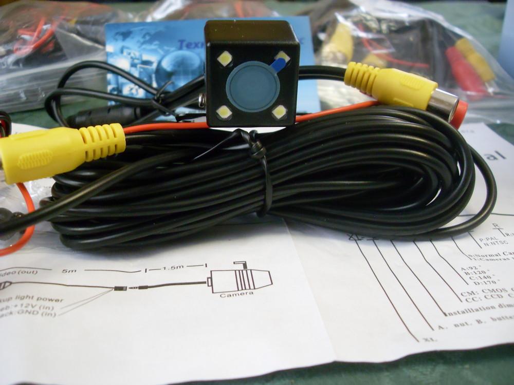 Цветная камера заднего вида с подсветкой и линиями парковки. фото №1